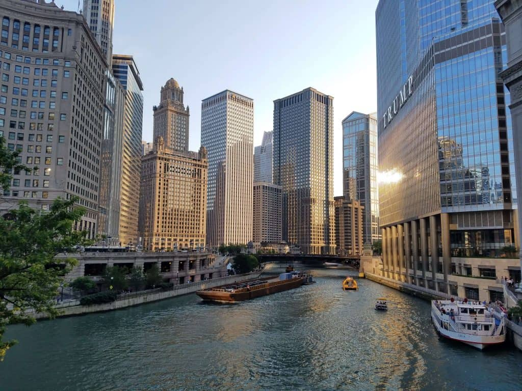Ideal Cities For A Long Layover - Chicago - The Traveller's Guide By #ljojlo