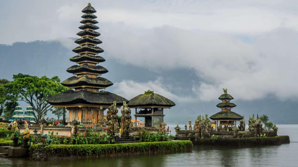 Scoopon Bali Deals - How to Get Cheap Bali Holidays - Ulun Danu Beratan Temple